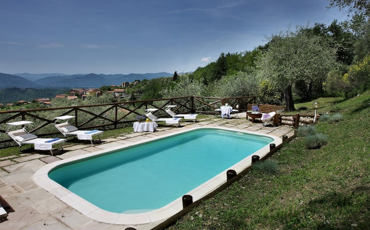 Villa Belli, with swimming-pool and panoramic view