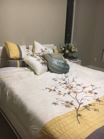 Beautiful/New/Cozy Room.