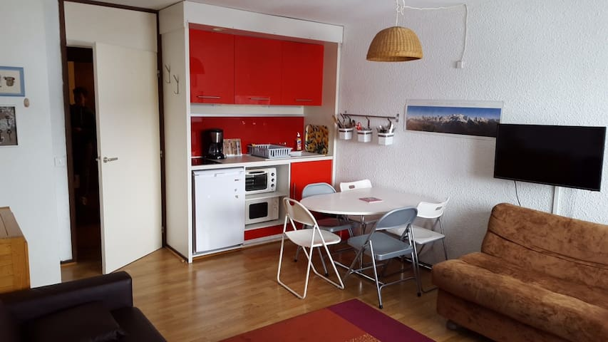 comfortable studio with renovated kitchen area