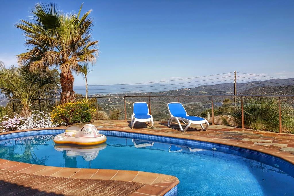 Villa roselles lloretholiday maisons louer lloret de for Location maison lloret del mar avec piscine