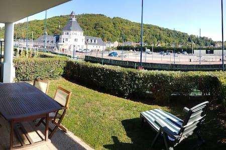 Apt en rdc avec terrasse au sud vue estuaire port