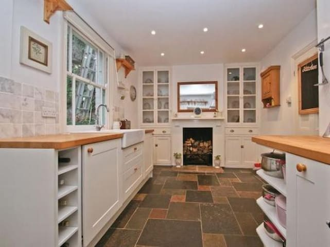 3 Bed House. 5 mins drive to Glastonbury Festival - Shepton Mallet - Casa