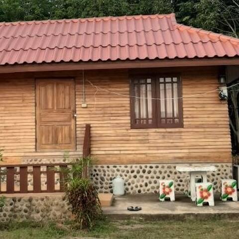 บ้านไม้หอม