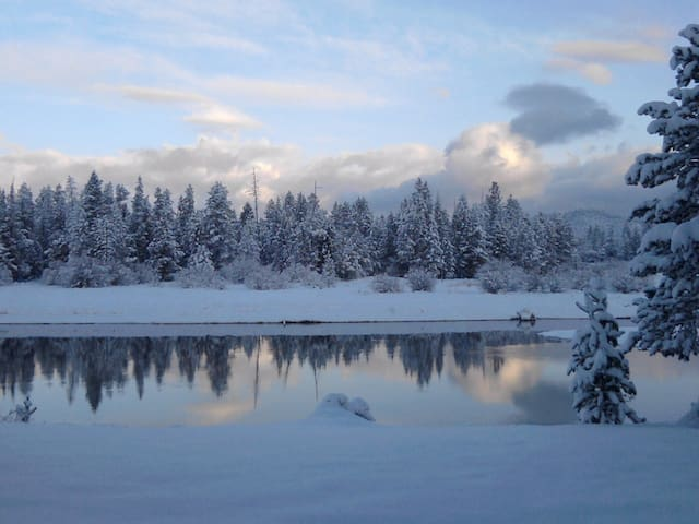 Riverfront on Deschutes River/Winter Sports Escape - Sunriver - 아파트