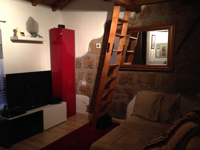 Small but cozy house in medieval town - Barbarano Romano - Talo