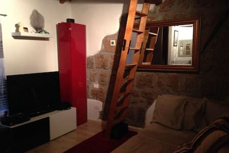 Small but cozy house in medieval town - Barbarano Romano - House