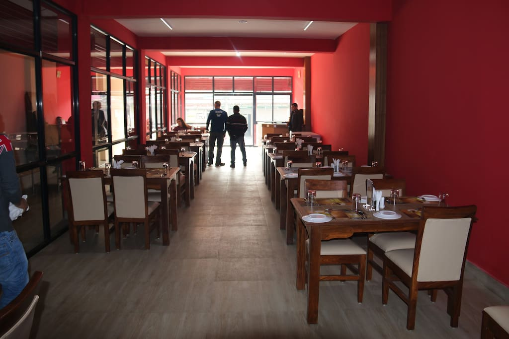 72 person capacity Restaurant in walking distance from Mayadevi gate.