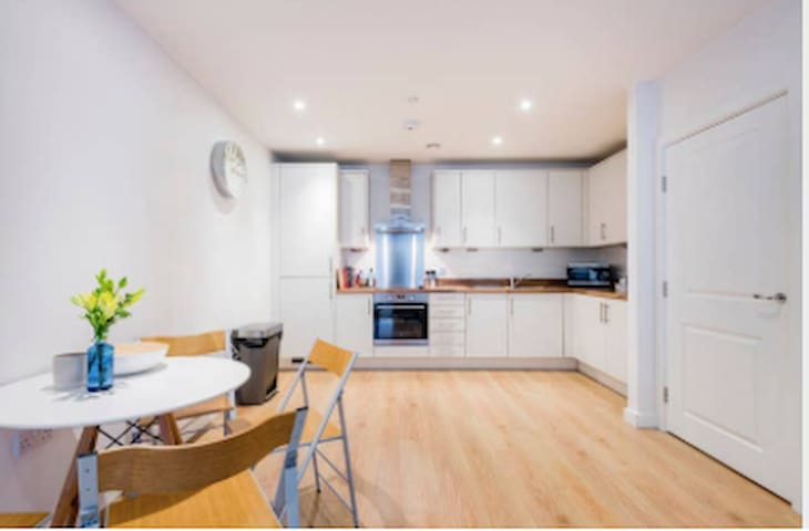 Lovely 2Bed apartment next to the 02