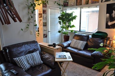 Cozy 1 bedroom condo in central Boulder