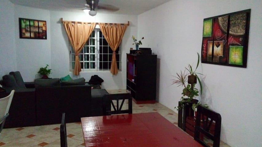 Chambre ds appart spacieux équipé, bien placé - Playa del Carmen - Leilighet