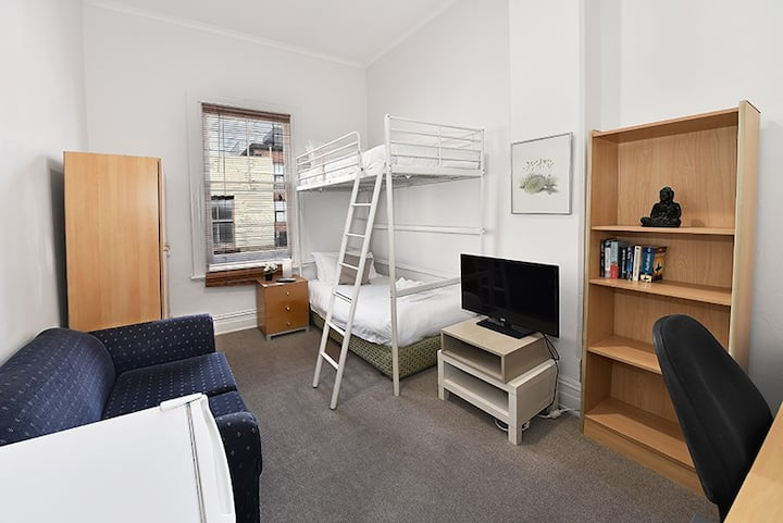 Double Room  just next to Carlton Gardens