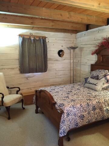 2nd Bedroom (full)