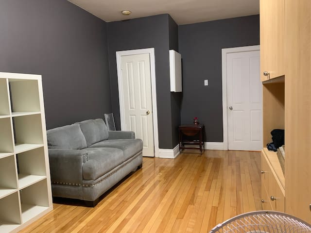 1 Bedroom looking for a roommate (7-8months)