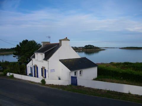 Maison pêcheurs, pieds dans l'eau vue panoramique