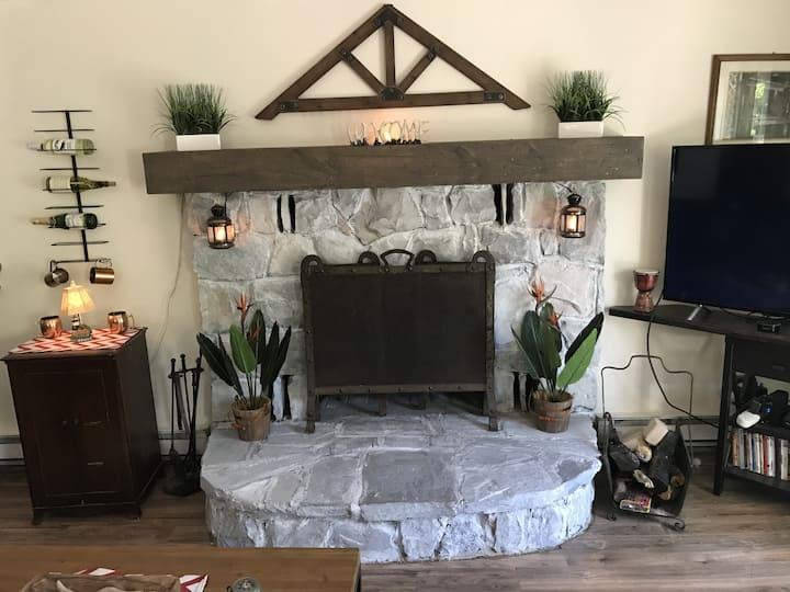 Cozy 3 bedroom getaway close to all in Poconos