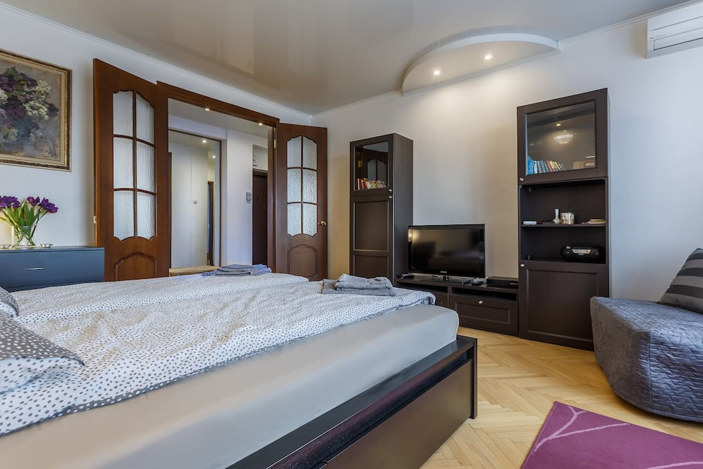 Bedroom with a king size bed, chair-bed and a conditioner