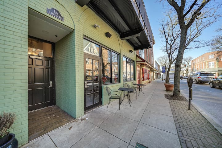 Urban Chic Loft in the Heart of Kennett Square!!