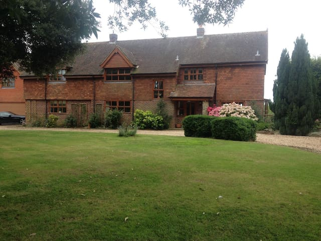 Super 5 bedroom House near Chichester - West Sussex - House