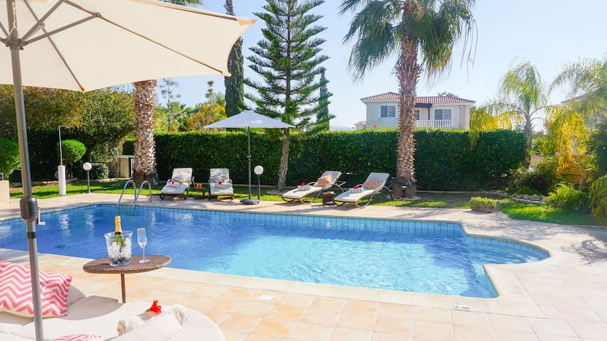 Villa Casa Mia -  Luxury and Spacious Villa with BBQ and Free UK Channels, 600 meters from the beach and Coral Bay Strip