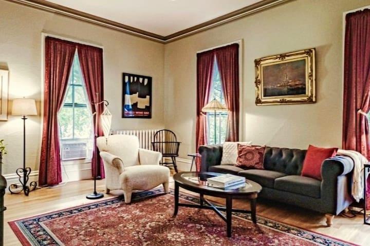 Luxury Apt in Historic Mansion w Hot Tub, Pool
