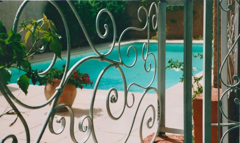 Campagne aixoise villa avec piscine dans patio  .