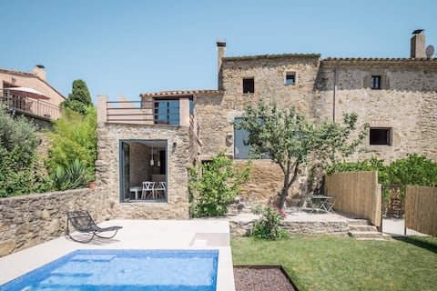 Beautiful town house with pool in rural area