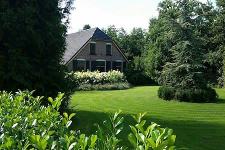 Prachtige Veluwse woonboerderij Villa Hoge Veluwe - Wekerom - Villa