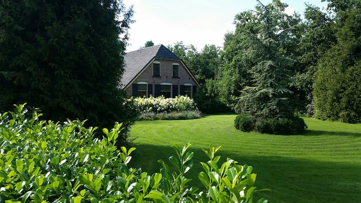 Prachtige Veluwse woonboerderij Villa Hoge Veluwe