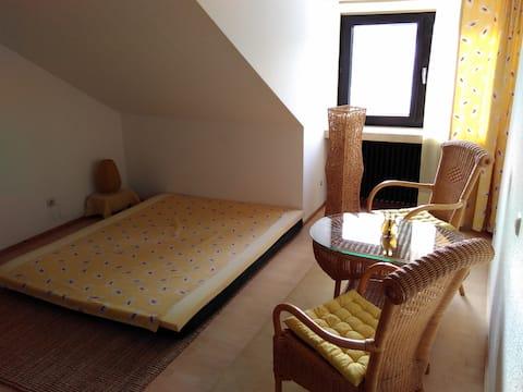 Zimmer mit Aussicht im Bio-Gästehaus Rhöndistel