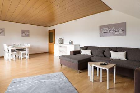 Familienfreundliche geräumige 120qm Ferienwohnung - Zell (Mosel) - Apartment - 1