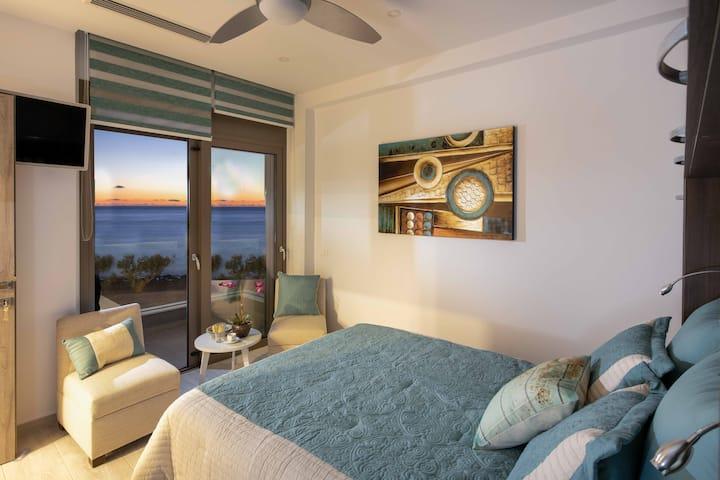Elegant 2 bedrm condo in sea-front Moonlight villa