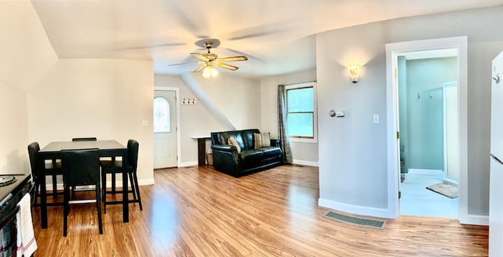 Downtown Weston Carriage House w/ Modern Amenities