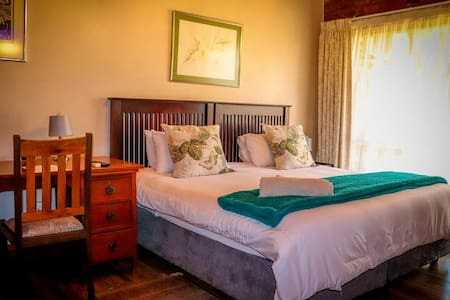 Double room with king bed, en-suite shower, desk, fridge, free wifi, aircon, tea & coffee.