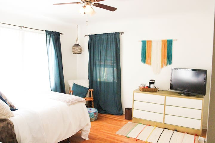 Clean, Newly remodeled- minutes to Universal & WB! - Los Angeles - Talo