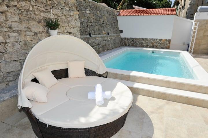 Private Oasis- Villa Sand