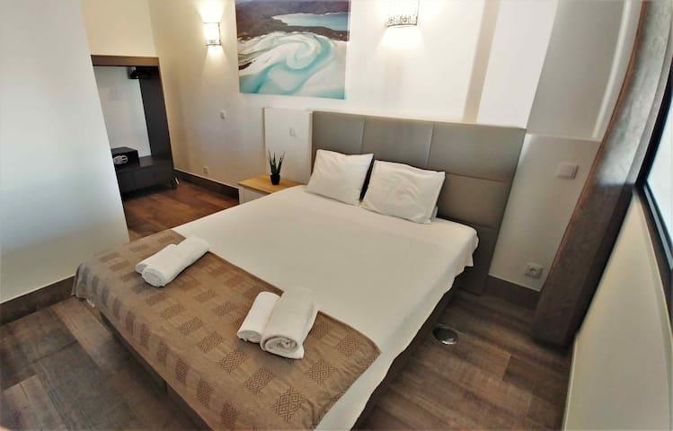 57A - Main bedroom 2 persons / Chambre principale 2 personnes