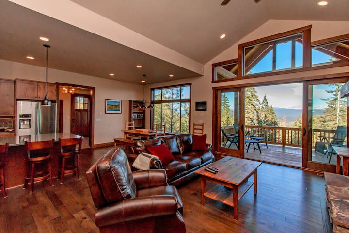 Dragontail View at Trailside-Dragontail View at Trailside - New! | Hot Tub | WiFi | Slps 14