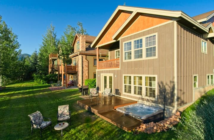 Gorgeous Family-Friendly Home with Hot Tub