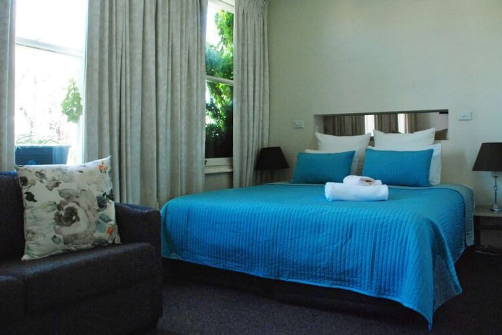 King size bed or two single beds