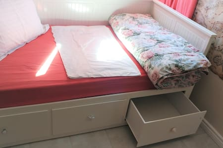 DAY BED PULLS OUT WITH ANOTHER COMFORTABLE MATTRESS AT THE SAME LEVEL FOR ANOTHER GUEST or 1-2-3 CHILDREN WITH Extra DRAWER STORAGE SPACE.