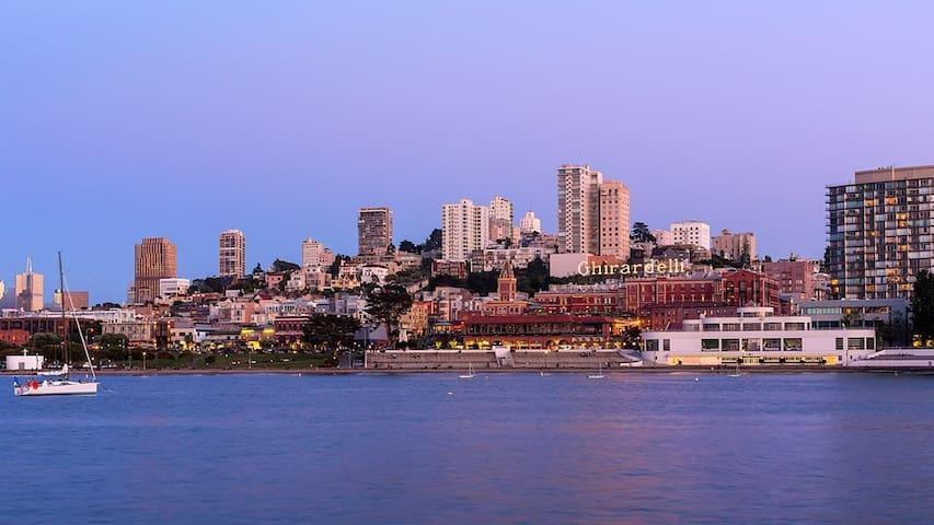 Luxury Waterfront Property - San Fran, close