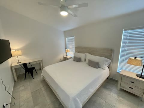 Rustic White en Suite near Disney with a Pool