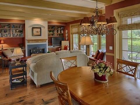 Huge Beautiful 3 Bedroom Golf Cottage!! Sleeps 8!!
