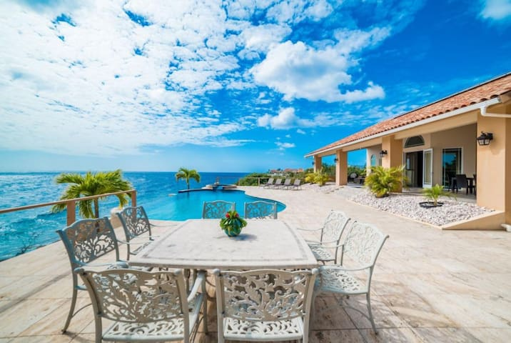Oceanfront Dream Villa!