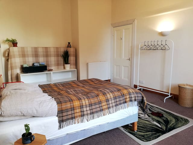 Large and cosy double bedroom - 5 min. from center