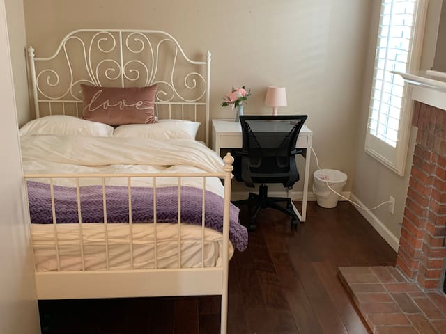 温馨度假屋 简约风格( Small Size Double Bed  )