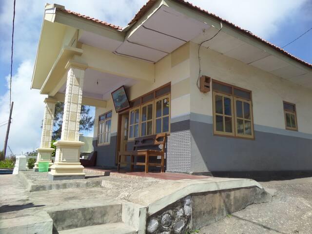 Cemara Lawang Homestay, bedroom sharing bathroom1