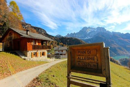 Tabià nel cuore delle Dolomiti - Alleghe - Blockhütte