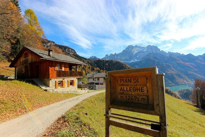 Tabià nel cuore delle Dolomiti