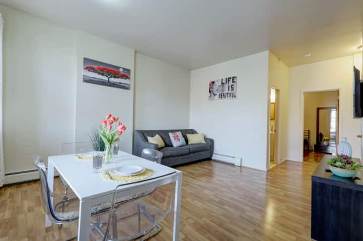 Large 1 Bed Minutes to NYC
